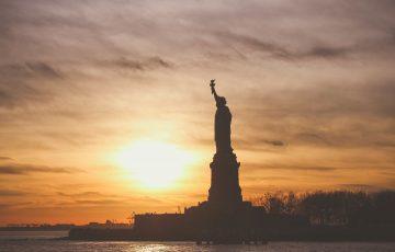 夕焼けと自由の女神