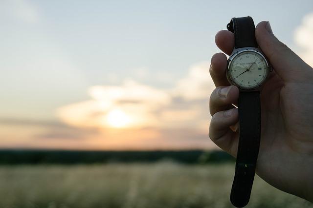 時計と夕焼け